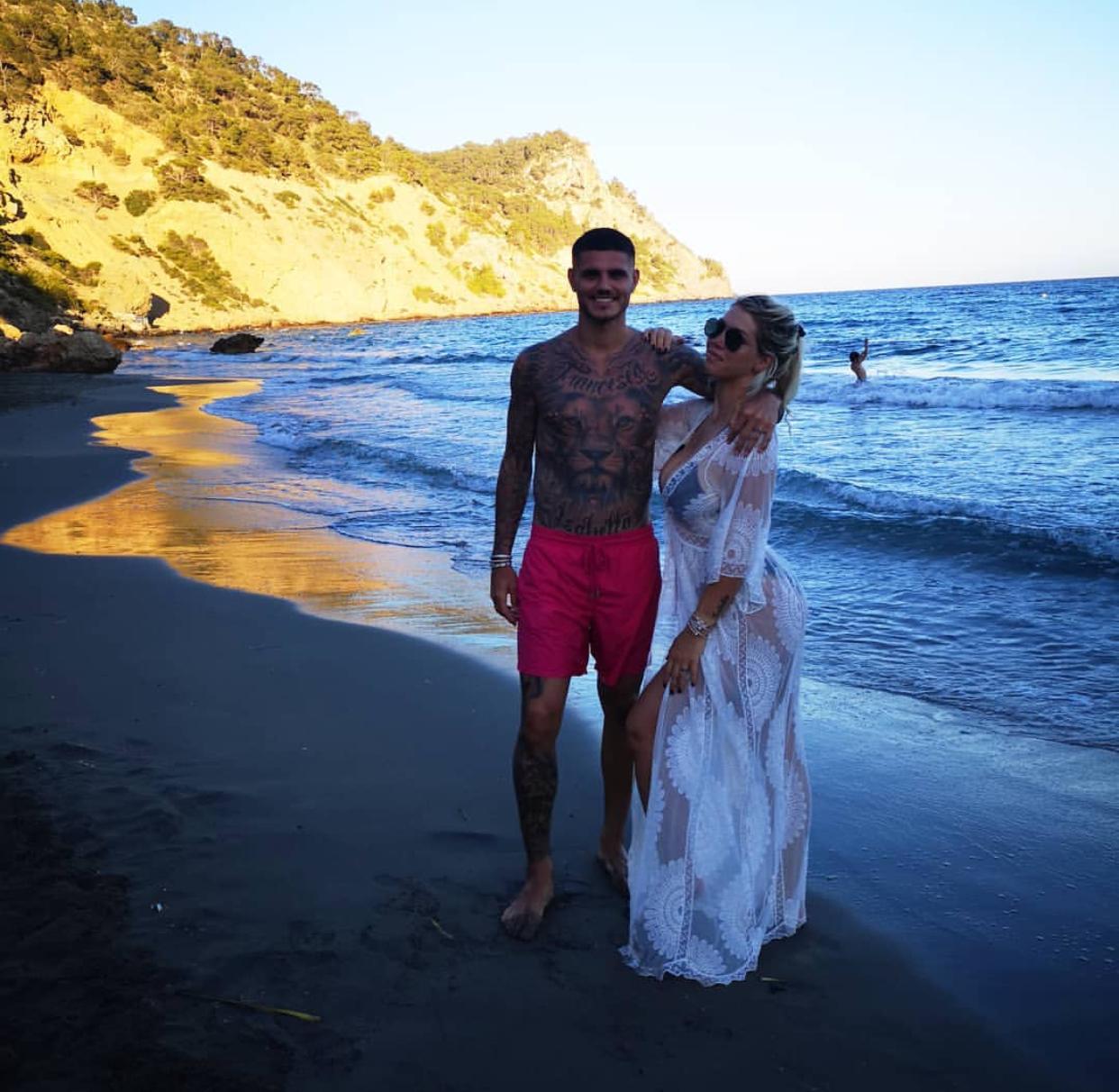 Jet Privato Milano Ibiza : Foto mauro icardi e wanda nara le vacanze ad ibiza sono all