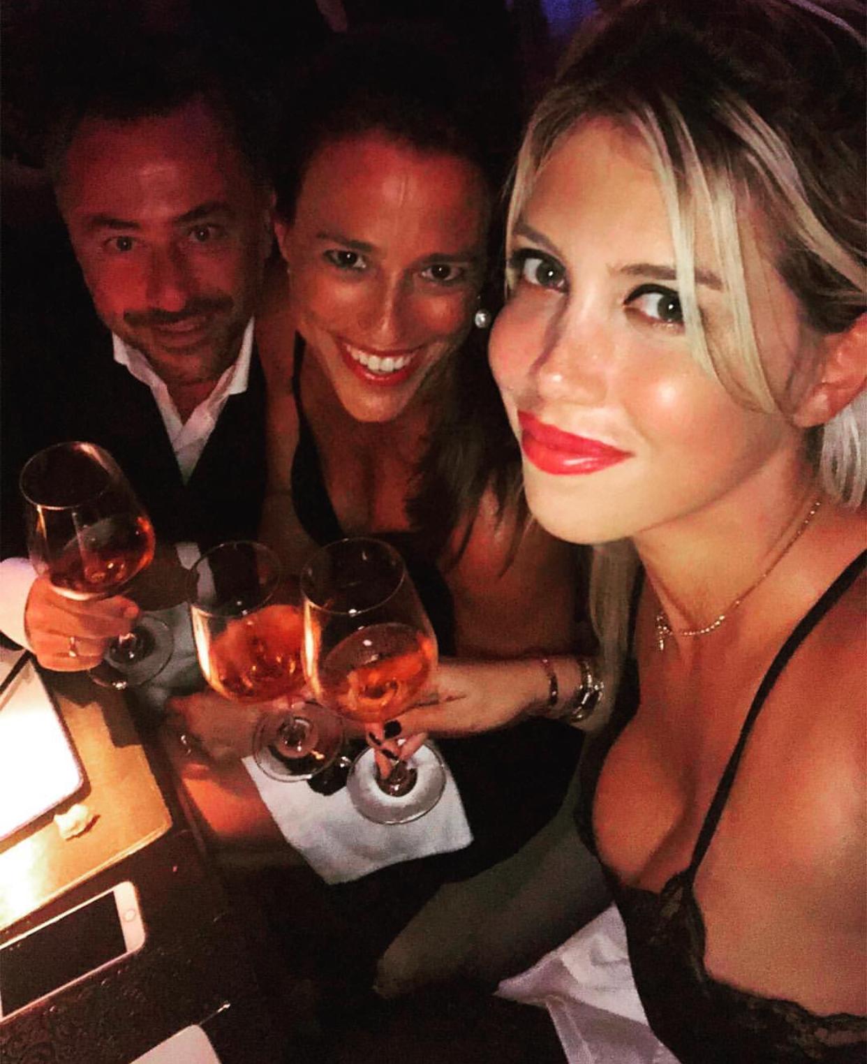 Jet Privato Milano Ibiza : Vacanze di lusso per mauro icardi e wanda nara a ibiza