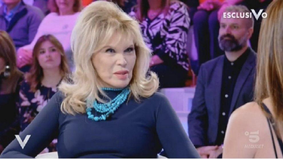 Amanda Lear stupisce Silvia Toffanin: le sue parole a Verissimo