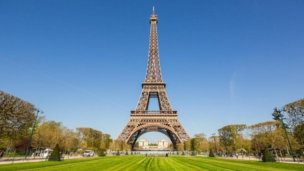 Evacuata la Torre Eiffel a Parigi, pericolo allarme bomba