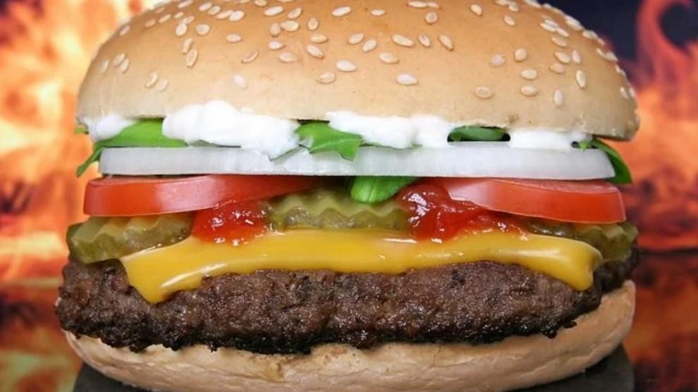 Interrompe digiuno dopo spot del panino: fa causa a McDonald's per un cifra incredibile